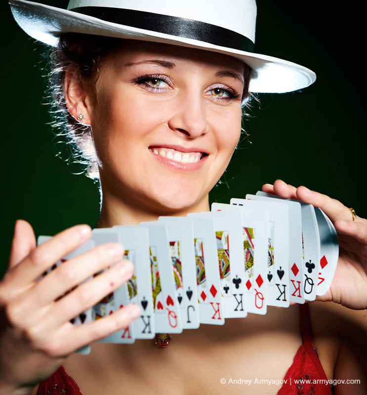 "<B><font size=""2""><a title=""Buy this photo""					href=""http://depositphotos.com/1190094/stock-photo-Girl-and-playing-cards.html?ref=1000647""					target=""_blank"">купить эту фотографию</a></font></B>"