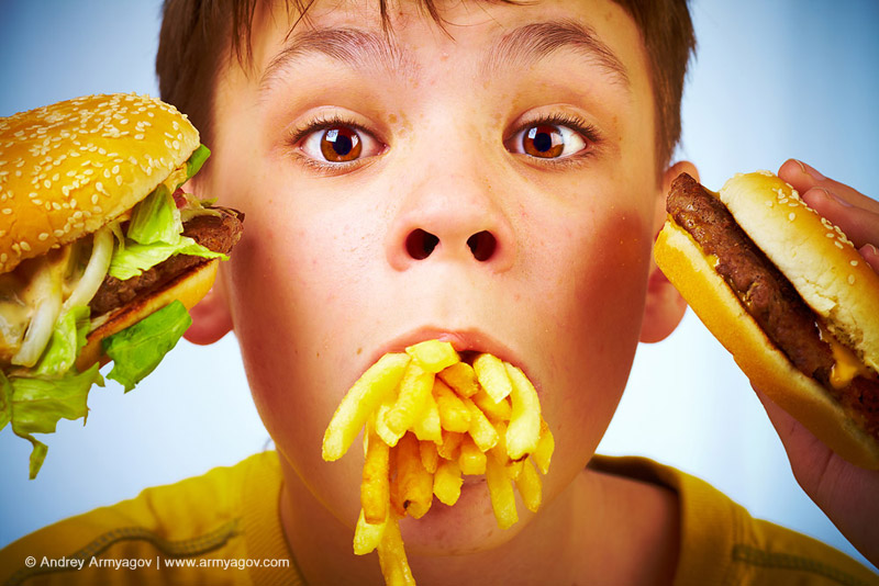 "<B><font size=""2""><a title=""Buy this photo""					href=""http://depositphotos.com/1191304/stock-photo-Child-and-fast-food..html?ref=1000647""					target=""_blank"">купить эту фотографию</a></font></B>"