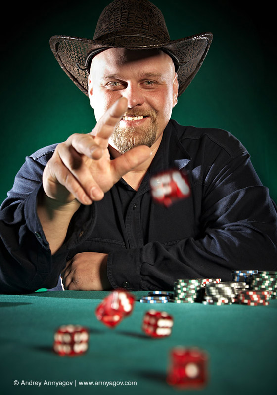 "<B><font size=""2""><a title=""Buy this photo""					href=""http://depositphotos.com/1192392/stock-photo-Man-throws-dice-on-a-green-background.html?ref=1000647""					target=""_blank"">купить эту фотографию</a></font></B>"
