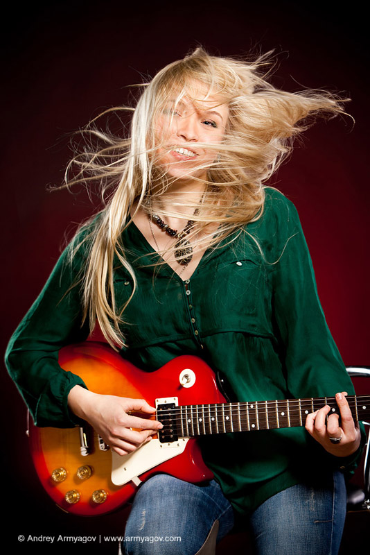 "<B><font size=""2""><a title=""Buy this photo""					href=""http://depositphotos.com/2547716/stock-photo-Girl-with-a-guitar.html?ref=1000647""					target=""_blank"">купить эту фотографию</a></font></B>"