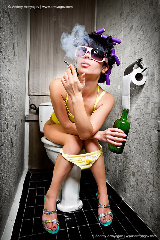 "<B><font size=""2""><a title=""Buy this photo""					href=""http://depositphotos.com/3773025/stock-photo-Girl-sits-in-a-toilet.html?ref=1000647""					target=""_blank"">купить эту фотографию</a></font></B>"
