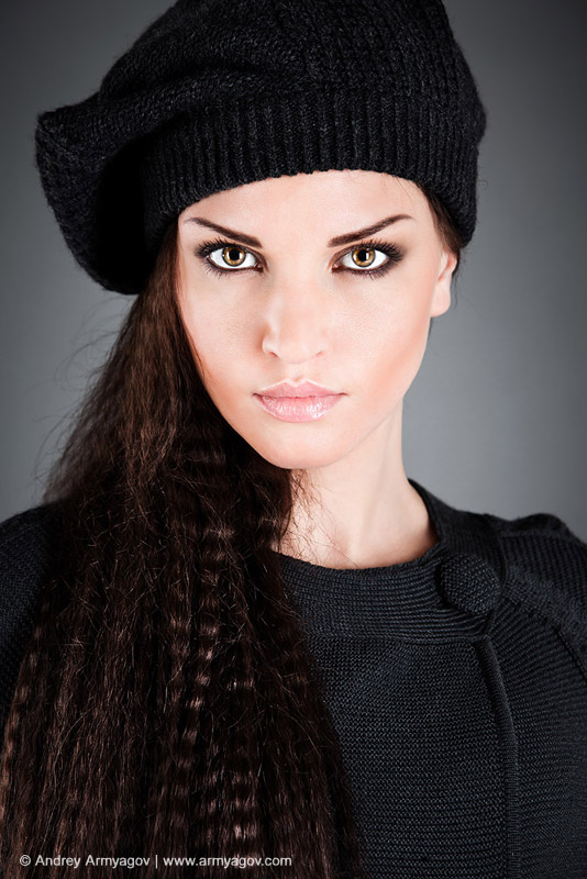 "<B><font size=""2""><a title=""Buy this photo""					href=""http://depositphotos.com/4096259/stock-photo-Girl-in-a-beret.html?ref=1000647""					target=""_blank"">купить эту фотографию</a></font></B>"
