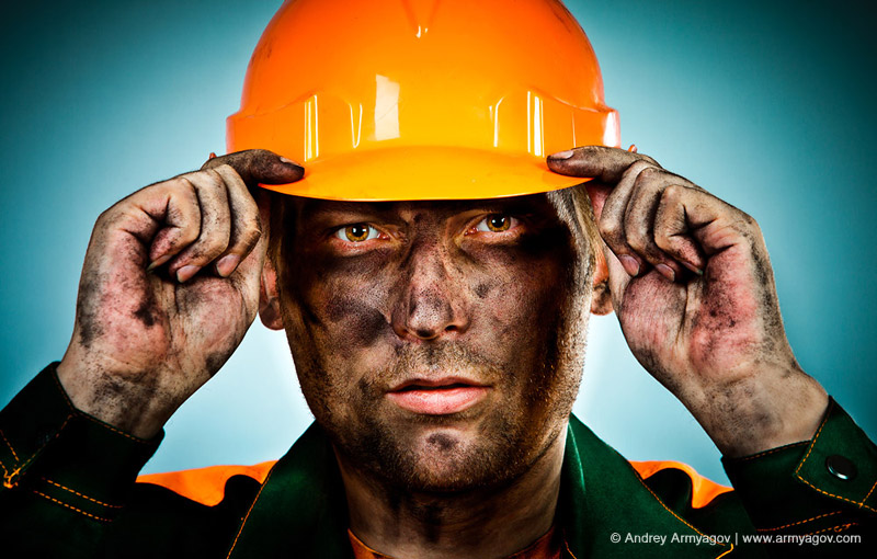 "<B><font size=""2""><a title=""Buy this photo""					href=""http://depositphotos.com/9708172/stock-photo-Portrait-oil-industry-worker.html?ref=1000647""					target=""_blank"">купить эту фотографию</a></font></B>"